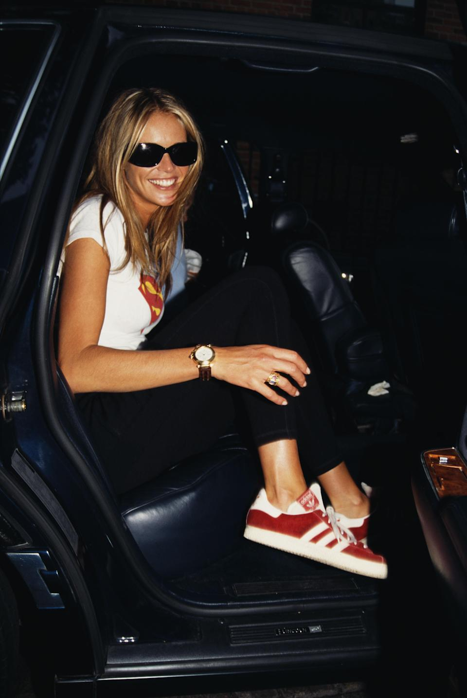 <p>Elle Macpherson could have stepped out from a 2016 catwalk show in this ob-trend look comprising of a white T-shirt, black trousers and Gazelles, 1992</p>