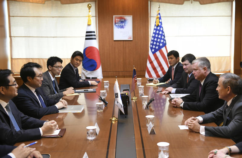 U.S. special envoy for North Korea Stephen Biegun, second from right, holds a talk with South Korea's special representative for Korean Peninsula Peace and Security Affairs Lee Do-hoon, second from left, during their meeting at the Foreign Ministry in Seoul Tuesday, Sept. 11, 2018. (Jung Yeon-je/Pool Photo via AP)