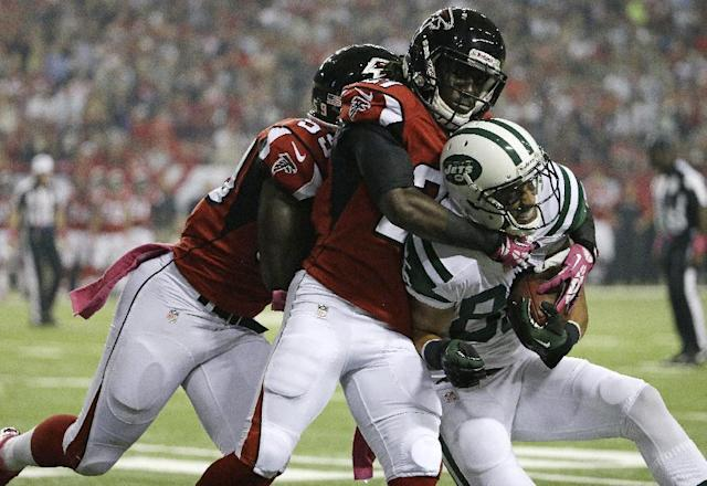 New York Jets wide receiver David Nelson (86) is hit by Atlanta Falcons cornerback Desmond Trufant (21) and Atlanta Falcons outside linebacker Joplo Bartu (59) during the first half of an NFL football game, Monday, Oct. 7, 2013, in Atlanta. (AP Photo/David Goldman)