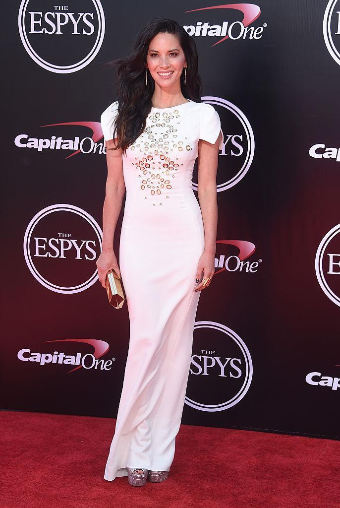 <p>Looking statuesque in an embellished white gown. <i>(Photo by Gregg DeGuire/WireImage)</i><br></p>