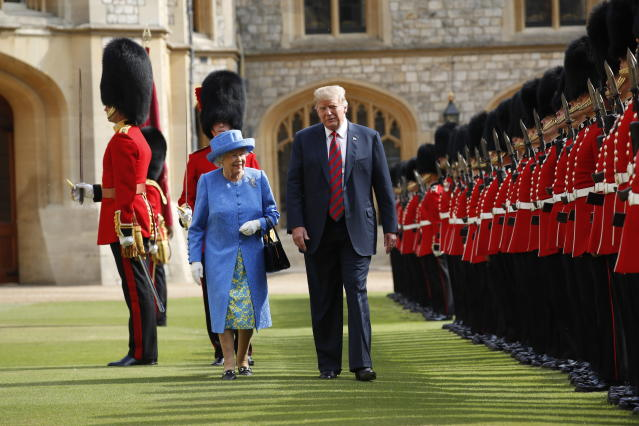 <p>President Donald Trump with Queen Elizabeth II, inspects the Guard of Honour at Windsor Castle in Windsor, England, July 13, 2018. (Photo: Pablo Martinez Monsivais/AP) </p>