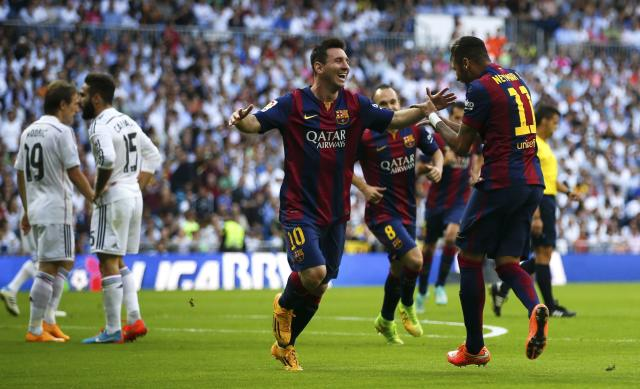 "Barcelona's Neymar (R) celebrates with Lionel Messi (C) after scoring against Real Madrid during their Spanish first division ""Clasico"" soccer match at the Santiago Bernabeu stadium in Madrid October 25, 2014. REUTERS/Sergio Perez (SPAIN - Tags: SOCCER SPORT)"