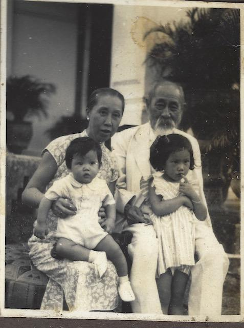 Singaporean philanthropist Lim Boon Keng, his wife Grace Yin, and their great-grandchildren, the siblings Lim Su Min (child on left) and Stella Kon, circa 1947. (Photo: Courtesy of Dr Lim Kok Ann's family)