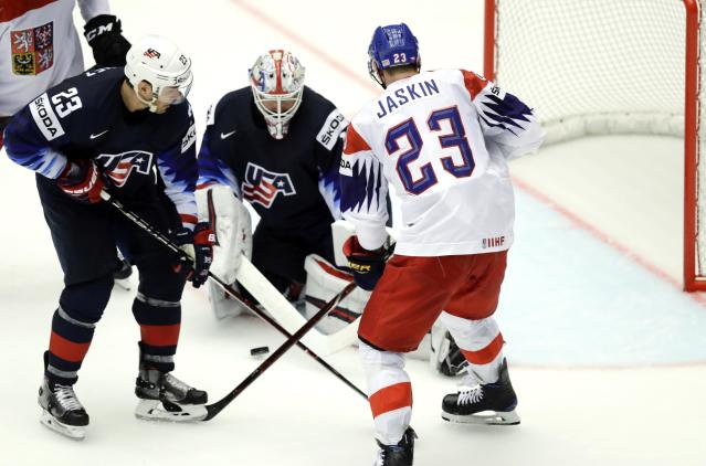 Ice Hockey - 2018 IIHF World Championships - Quarterfinals - USA v Czech Republic - Jyske Bank Boxen - Herning, Denmark - May 17, 2018 - Dmitrij Jaskin of the Czech Republic in action with Alec Martinez and goaltender Keith Kinkaid of the U.S. REUTERS/David W Cerny