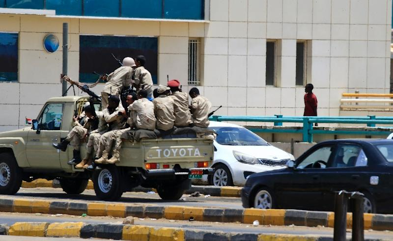 Members of Sudan's security forces patrol patrol the streets of Khartoum on June 6, 2019 after a deadly crackdown on a rally in the capital (AFP Photo/-)