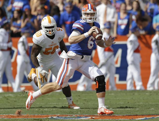 Florida quarterback Jeff Driskel (6) looks for a receiver as his is chased by Tennessee defensive lineman Corey Vereen (50) during the first half of an NCAA college football game in Gainesville, Fla., Saturday, Sept. 21, 2013.(AP Photo/John Raoux)