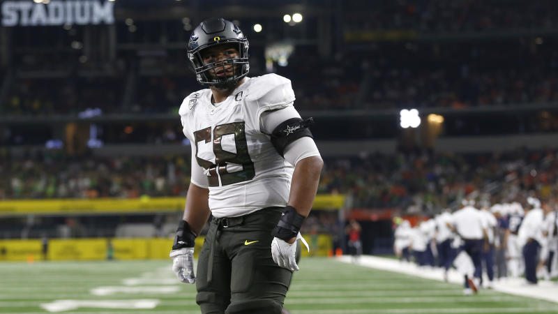 Oregon offensive lineman Penei Sewell has announced he's opting out of the 2020 season and preparing for the NFL draft. (AP Photo/Ron Jenkins)