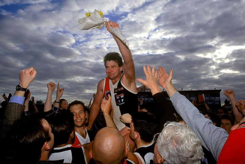 Danny Frawley of the Saints is chaired off the ground after his last match after the round 22 AFL match between the St Kilda Saints and Footscray 1995, in Melbourne, Australia. (Photo by Getty Images)