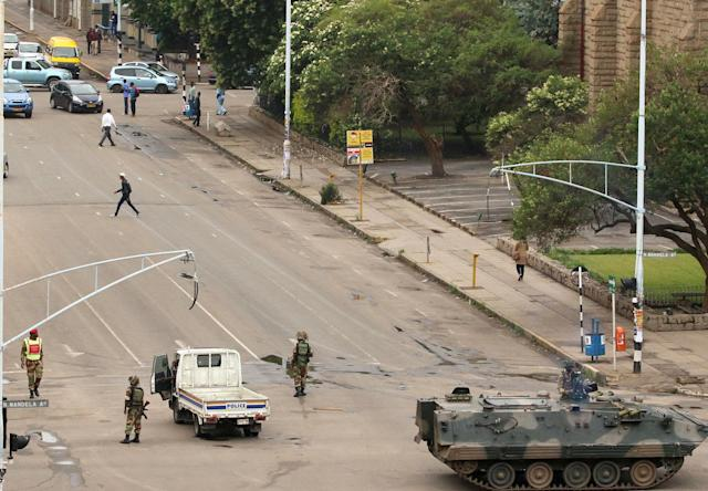 <p>Soldiers stand on the streets in Harare, Zimbabwe, Nov. 15, 2017. (Photo: Philimon Bulawayo/Reuters) </p>