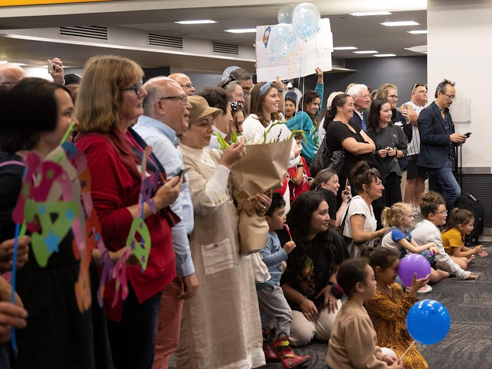 Families wait to be reunited as travellers arrive on the first flight from Sydney, in Wellington on April 19, 2021, as Australia and New Zealand opened a trans-Tasman quarantine-free travel bubble. (Photo by Marty MELVILLE / AFP) (Photo by MARTY MELVILLE/AFP via Getty Images)