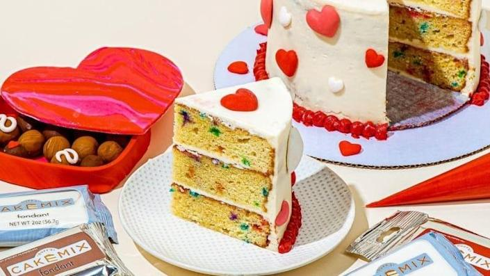 Decorate a delicious Love Day cake using this kit from Duff Goldman.