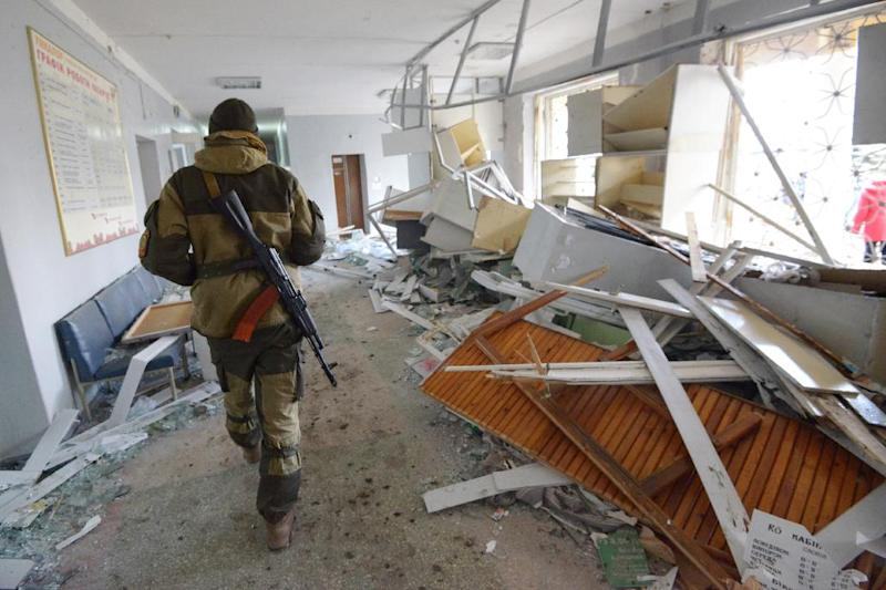 A pro-Russian rebel walks in the hospital of Donetsk's Tekstylnyk district after it was hit by shelling, on Febuary 4, 2015 (AFP Photo/Dominique Faget)