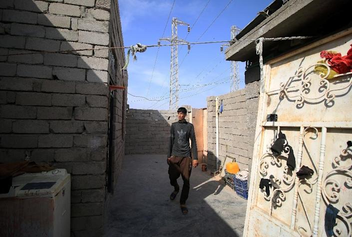 Most of the young people arriving in Iraq's only coastal oil province hoped to secure high-paying jobs with foreign companies (AFP Photo/HAIDAR MOHAMMED ALI)