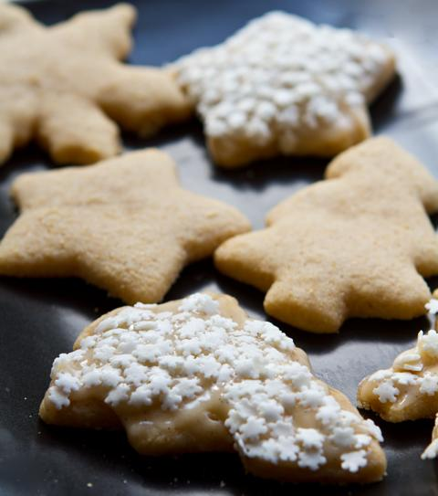 """<div class=""""caption-credit""""> Photo by: Kathy Patalsky</div><div class=""""caption-title""""></div><b>Vegan Sugar Cookies with Vanilla Frosting</b> <br> Turn traditional sugar cookies into a vegan-friendly treat! These gorgeous sugar cookies are topped with a simple vanilla-infused glaze that dresses them up a bit and adds a sweet vanilla flavor. <br> <a href=""""http://www.babble.com/best-recipes/15-deliciously-unique-ways-to-make-sugar-cookies/#vegan-sugar-cookies-with-vanilla-frosting"""" target=""""""""></a>Get the recipe <br> <b><a href=""""http://www.babble.com/best-recipes/cakes-and-baking/homemade-girl-scout-cookie-recipes-samoa-thin-mint/"""" target=""""""""><i>Related: 8 homemade Girl Scout cookie recipes -- Samoas, Thin Mints, and more</i></a></b>"""
