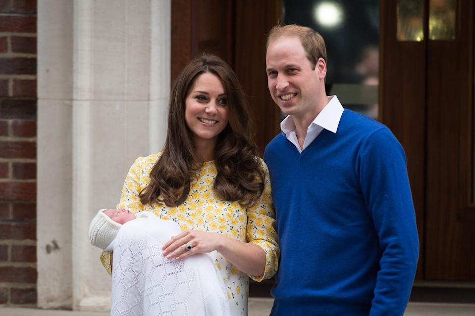 Kate Middleton and Prince William pose with newborn daughter Princess Charlotte in 2015. (Photo: LEON NEAL,BEN STANSALL/AFP via Getty Images)