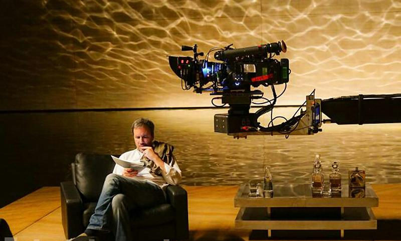 'Blade Runner 2049' director in a room primed for the next shot. (Photo: Warner Bros.)