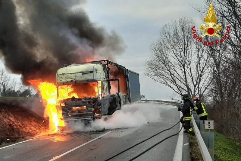 Camion in fiamme jesi
