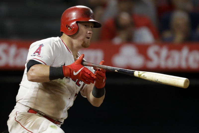 Diamondbacks sign outfielder Kole Calhoun to 2-year contract
