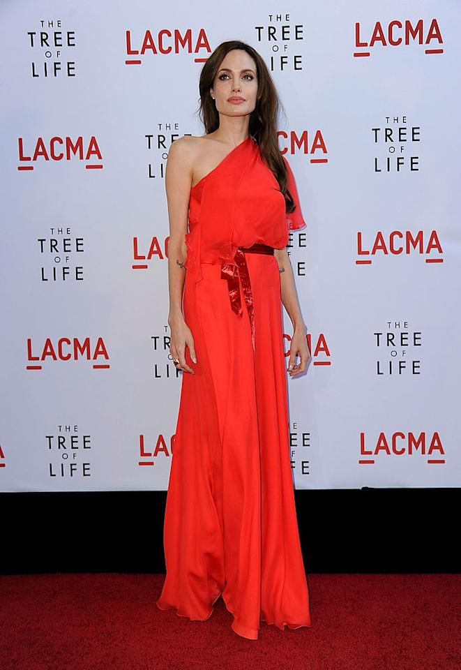 "<p>Per la premiere del film ""The Tree of Life"" nel 2011, Angelina ha indossato un dress scarlatto disegnato da Jenny Packham. </p>"