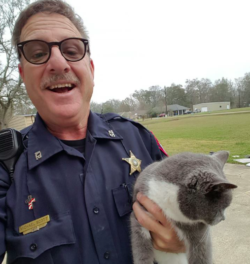 Deputy Scott managed to free Bella from her predicament (Facebook/Ascension Parish Sheriff's Office)