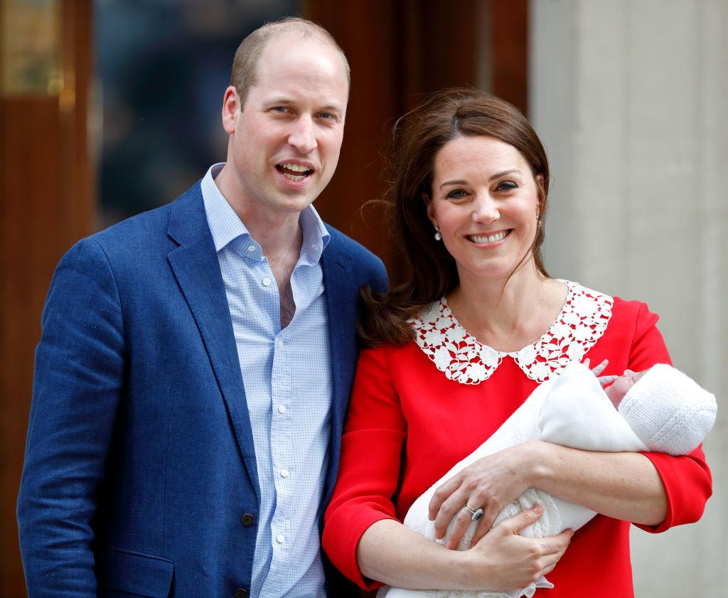 <p>Prince William, Duke of Cambridge and Catherine, Duchess of Cambridge depart the Lindo Wing of St Mary's Hospital with their newborn baby son in London, England. The Duchess delivered a boy at 11:01am, weighing 8lbs 7oz, who will be fifth in line to the throne. (Max Mumby/Indigo/Getty Images) </p>