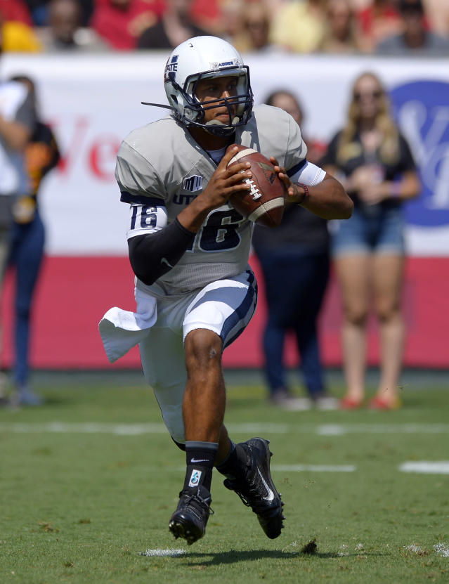 Utah State quarterback Chuckie Keeton gets set to pass the ball during the first half of an NCAA college football game against Southern California, Saturday, Sept. 21, 2013, in Los Angeles. (AP Photo/Mark J. Terrill)