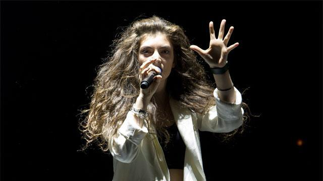 Lorde's first NBA experience was astounding. Especially her running commentary.