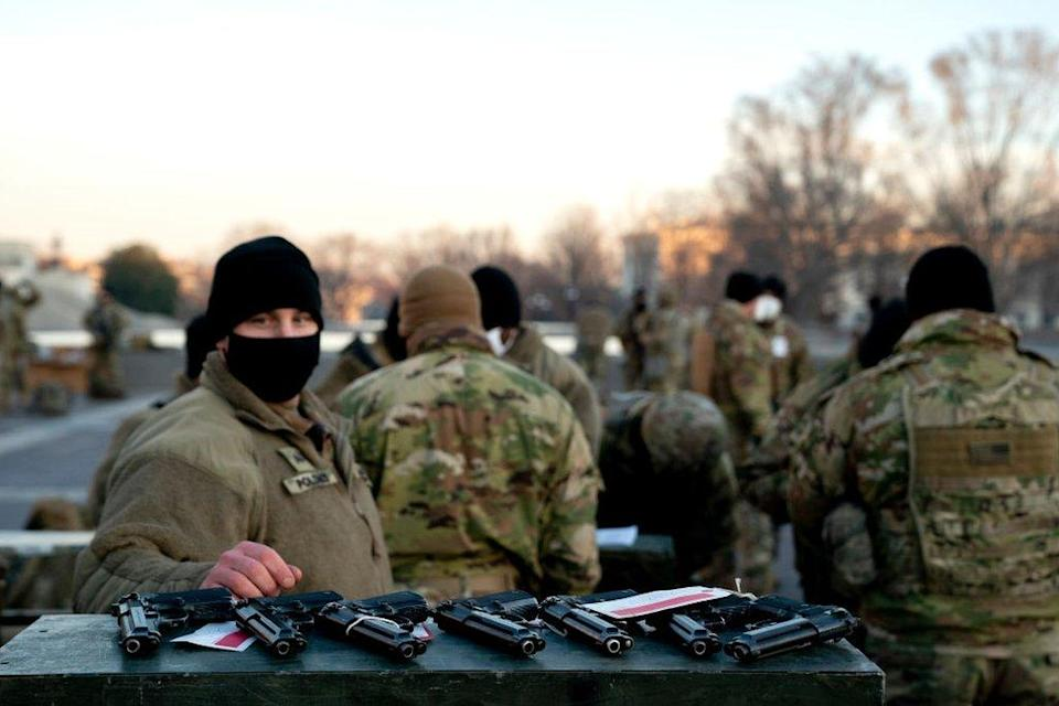 National Guard are distributed weapons outside US Capitol