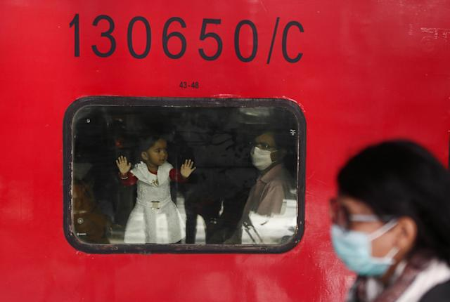 People wearing protective masks are seen at a railway station in Mumbai, India, March 20, 2020. REUTERS/Francis Mascarenhas