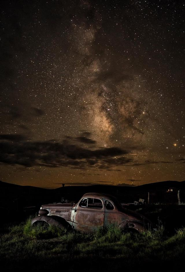 <p>Matthew captured the Milky Way glittering above ramshackle houses, clapped-out trucks, and stores that once served Bodie's locals. (Photo: Matthew Christopher — Abandoned America/Caters News) </p>