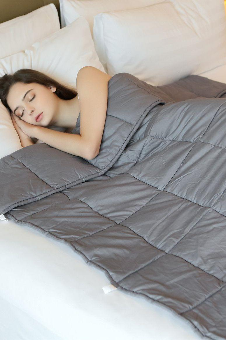 415919b73e People swear these weighted blankets are the best anxiety and ...