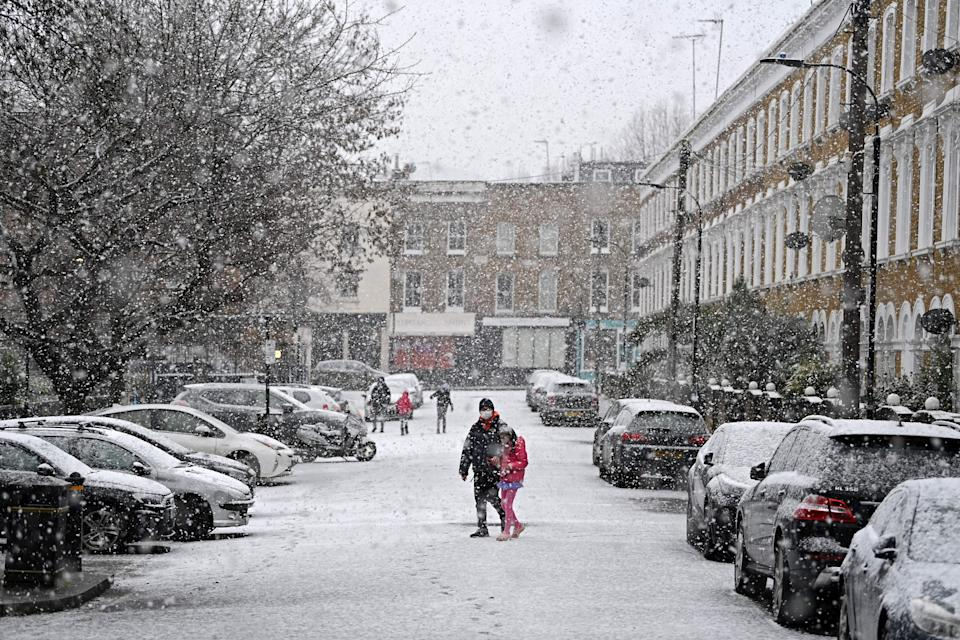 Snow covers parked cars and roads in west London on January 24, 2021, as the capital experiences a rare covering of snow on Sunday. (Photo by DANIEL LEAL-OLIVAS / AFP) (Photo by DANIEL LEAL-OLIVAS/AFP via Getty Images)