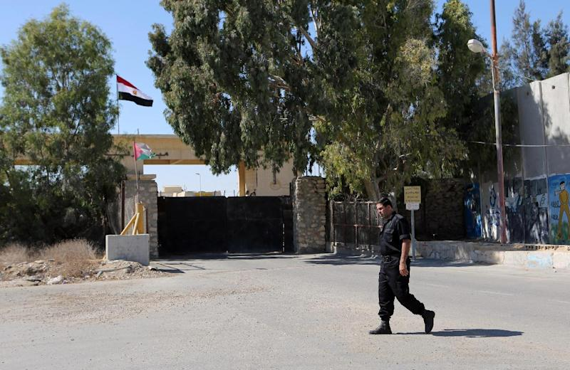 A Palestinian security officer walks past the gate under Egyptian control at the Rafah border crossing with Egypt in the southern Gaza Strip, October 25, 2014 (AFP Photo/Said Khatib)