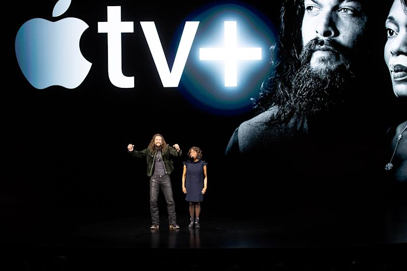 Actors Jason Momoa and Alfre Woodard speak during an event launching Apple tv+ at Apple headquarters on March 25, 2019, in Cupertino, California. (Photo by NOAH BERGER / AFP) (Photo credit should read NOAH BERGER/AFP/Getty Images)
