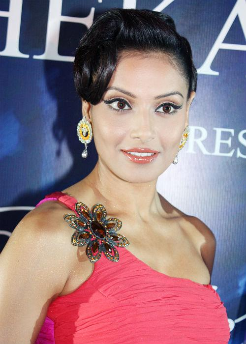 "<p>Bipasha will soon be seen in Suparn Verma's horror thriller ""Aatma"" that releases March 22.</p>"