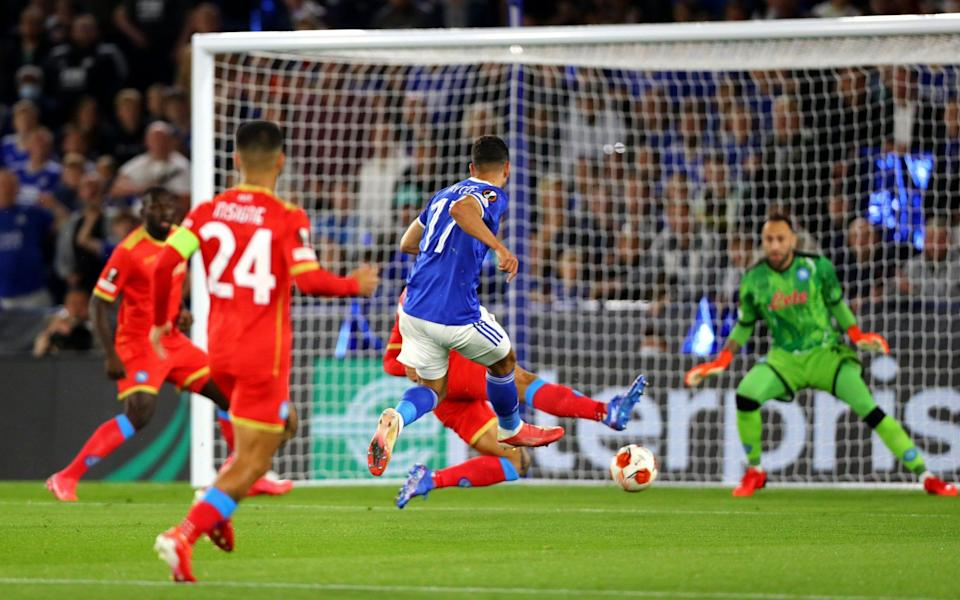 Ayoze Perez of Leicester City scores his teams first goal during the UEFA Europa League group C match between Leicester City and SSC Napoli - Chloe Knott - Danehouse/Getty Images