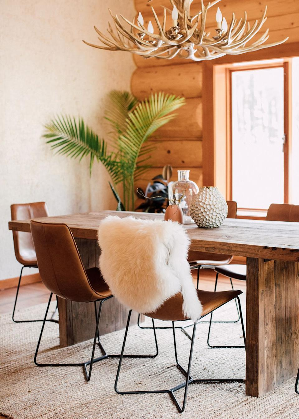 A custom accent wall in the great room, featuring a gorgeous textured cork and gold wallpaper, brings the entire room to life and makes it feel like you're dining in a chic, snow-covered lodge after a long day on the slopes, says Kula.