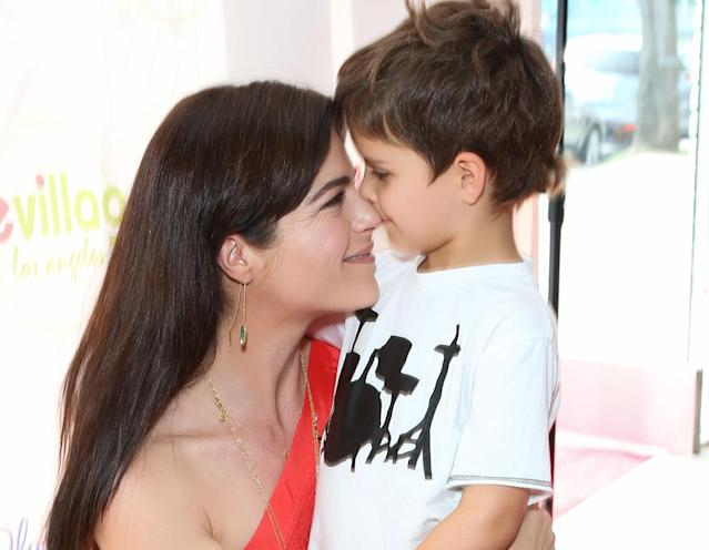 "<p>Eskimo kisses count! <a href=""https://www.yahoo.com/celebrity/tagged/selma-blair/"" data-ylk=""slk:Selma Blair"" class=""link rapid-noclick-resp"">Selma Blair</a> gave her only son, 5-year-old Arthur Saint Bleick, a sweet nuzzle on the red carpet in March. (Photo: Paul Archuleta/FilmMagic) </p>"