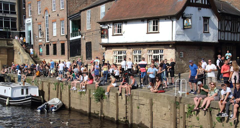 YORKSHIRE, UNITED KINGDOM - 2020/08/08: Crowds of people sit outside pubs and bars overlooking York's riverside. Daily life in Yorkshire, the largest county in England, UK. (Photo by Keith Mayhew/SOPA Images/LightRocket via Getty Images)