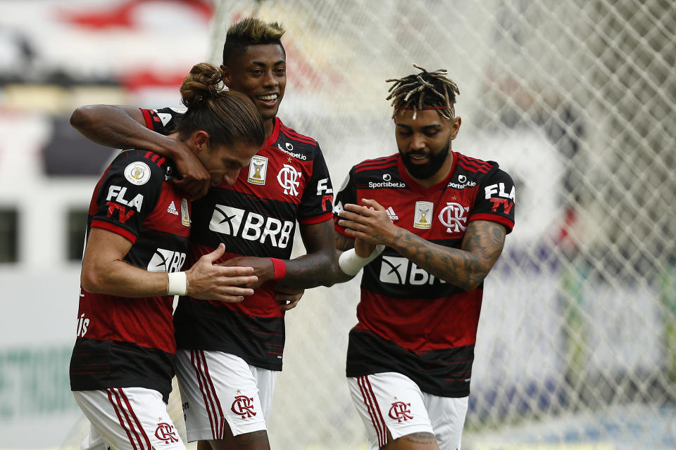 RIO DE JANEIRO, BRAZIL - DECEMBER 13: Filipe Luis of Flamengo celebrates his goal with teammates Bruno Henrique and Gabriel Barbosa during a match between Flamengo and Santos as part of 2020 Brasileirao Series A at Maracana Stadium on December 13, 2020 in Rio de Janeiro, Brazil. (Photo by Wagner Meier/Getty Images)