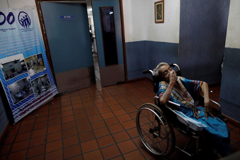 A patient with kidney disease waits for a dialysis session in a dialysis center after a blackout in Maracaibo, Venezuela. (Photo:Photo: Ueslei Marcelino/Reuters)