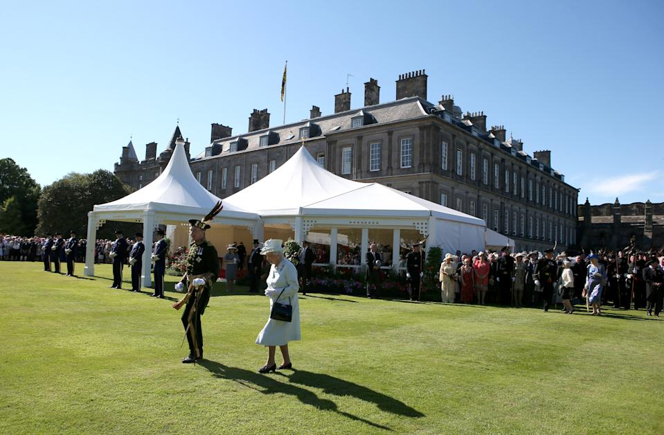EDINBURGH, SCOTLAND - JULY 01:  Queen Elizabeth II meets guests at a Garden Party at the Palace of Holyroodhouse on July 1, 2014 in Edinburgh, Scotland. (Photo by Andrew Milligan - WPA Pool/Getty Images)
