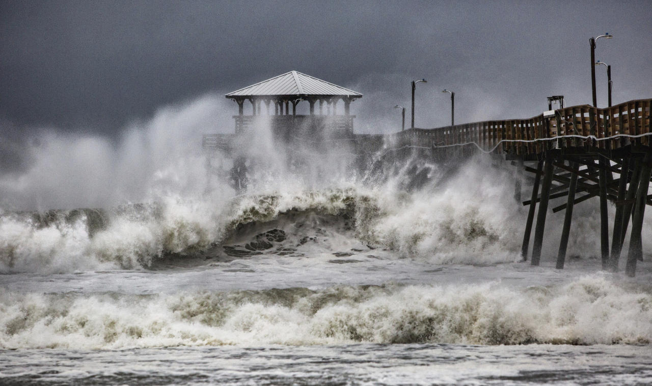 <p>Waves slam the Oceana Pier & Pier House Restaurant in Atlantic Beach, N.C., Sept. 13, 2018 as Hurricane Florence approaches the area. (Photo: Travis Long /The News & Observer via AP) </p>