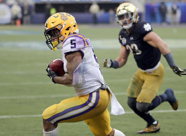 "LSU running back <a class=""link rapid-noclick-resp"" href=""/ncaaf/players/250978/"" data-ylk=""slk:Derrius Guice"">Derrius Guice</a> (5) makes a reception to score a touchdown in front of Notre Dame linebacker <a class=""link rapid-noclick-resp"" href=""/ncaaf/players/245083/"" data-ylk=""slk:Drue Tranquill"">Drue Tranquill</a> during the second half of the Citrus Bowl NCAA college football game, Monday, Jan. 1, 2018, in Orlando, Fla. Notre Dame won 21-17. (AP Photo/John Raoux)"