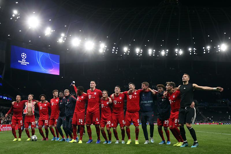 LONDON, ENGLAND - OCTOBER 01: Bayern Muenchen players celebrate the win during the UEFA Champions League group B match between Tottenham Hotspur and Bayern Muenchen at Tottenham Hotspur Stadium on October 1, 2019 in London, United Kingdom. (Photo by Marc Atkins/Getty Images)