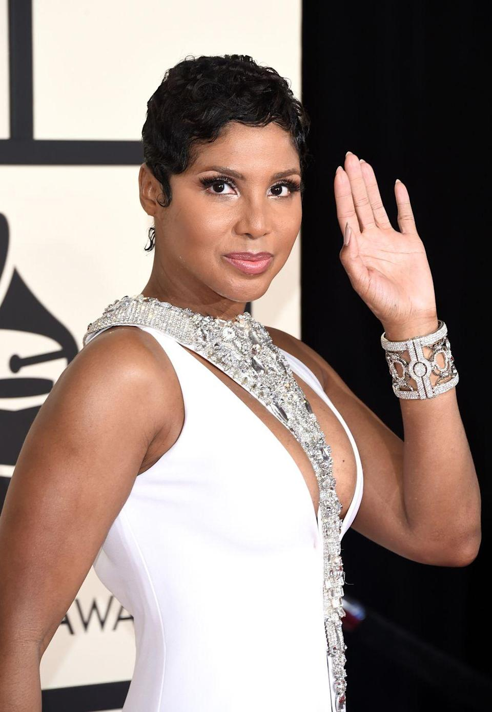 <p>Toni Braxton is simply the pixie cut goddess. Let your features take center stage with a finger-waved pixie cut. Keep up the mold of your waves by setting the style with holding mousse. </p>