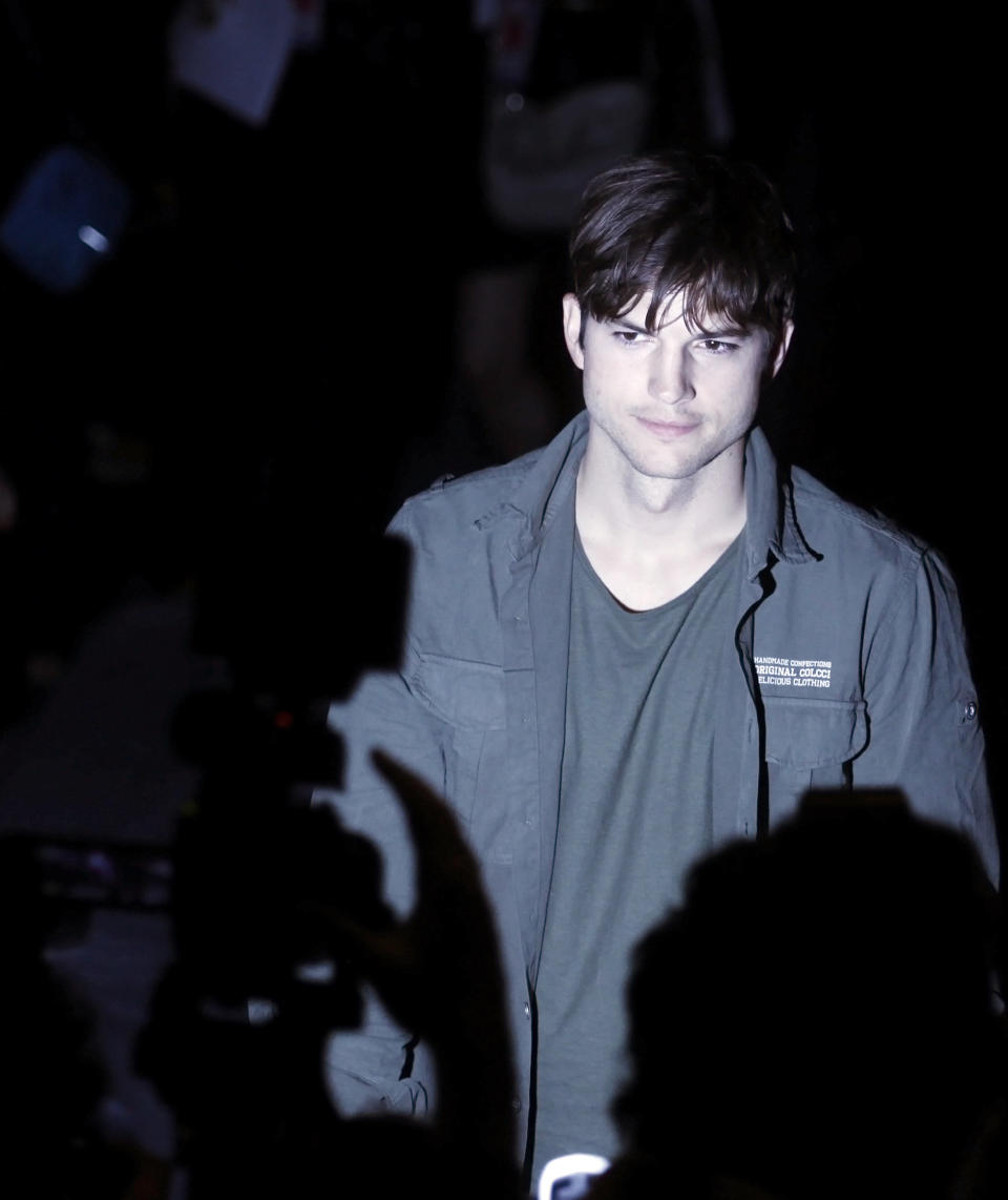 U.S. actor Ashton Kutcher arrives for Colcci's Winter 2012 collection during Sao Paulo Fashion Week January 22, 2012.  REUTERS/Nacho Doce (BRAZIL - Tags: FASHION)