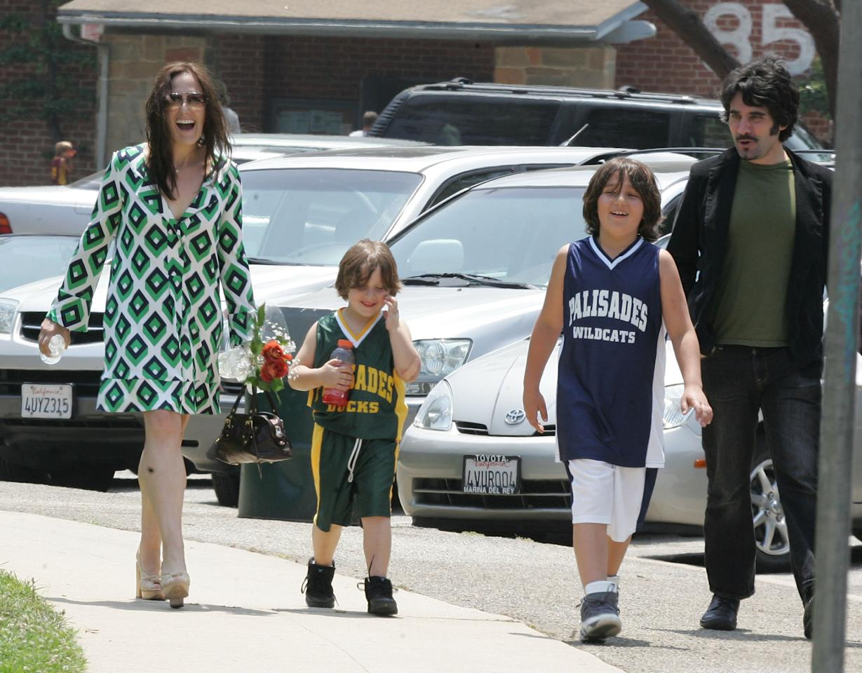 "<b>Ricki Lake</b><br />One of the most vocal proponents of home birthing, Lake, who has been credited with inspiring many of Hollywood's home birthers, delivered both of her sons, Milo and Owen, outside of the hospital. After Wood's tweet, Lake wrote back, ""You are so welcome. Overjoyed to hear you had a positive birth experience & a beautiful son! :)"" In addition to her documentary, Lake also created the website <a href=""http://www.mybestbirth.com/"" target=""_blank"">My Best Birth</a>, for mothers to share their experiences."