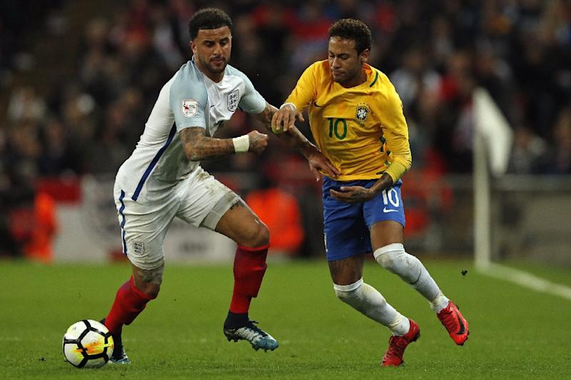 Brazil's striker Neymar (R) vies with England's defender Kyle Walker during the international friendly football match November 14, 2017 (AFP Photo/Adrian DENNIS)