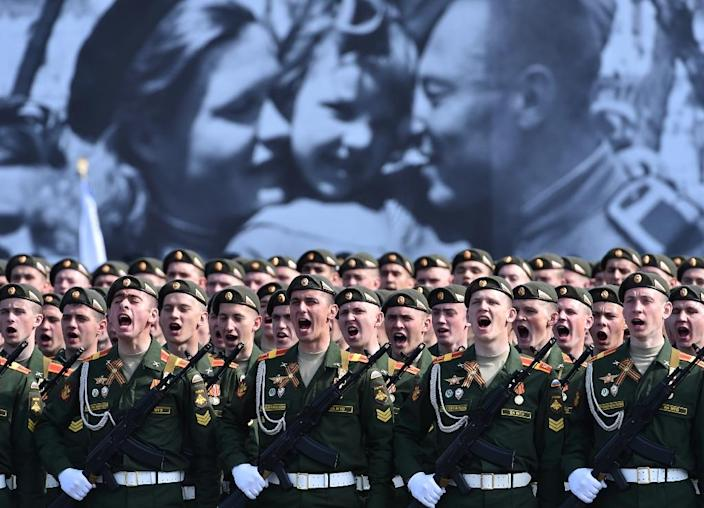 Russian soldiers prepare to take part in the Victory Day military parade at Red Square in Moscow on May 9, 2015 (AFP Photo/Kirill Kudryavtsev)